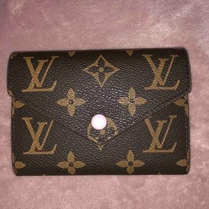 Louis v mini wallet
